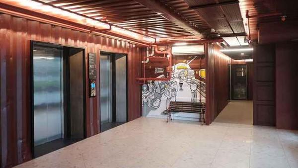 Qubika Boutique Hotel mengusung konsep kontainer banyak spot foto yang bias traveler temui. Untuk Epic hour, harganya adalah Rp 259.144 dari Rp 518.288.(Qubika Boutique Hotel/Traveloka)