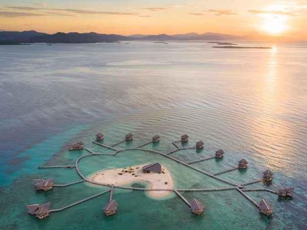Mirip di Maldives, resor indah ini punya view yang epik! Berlokasi di Gorontalo, harga untuk menginap di Pulocinta Ecoresort adalah Rp 2.039.000 dari Rp 9.313.897.(Pulocinta Ecoresort/Traveloka)