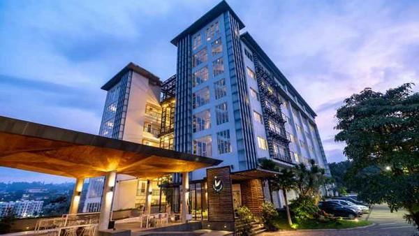Clove Garden Hotel & Residence berlokasi di Jalan Awiligar Raya, Dago, Bandung. Dalam Epic Hour, harganya adalah Rp 432.432 per malam dari Rp 643.500. (Clove Garden Hotel & Residence/Traveloka)