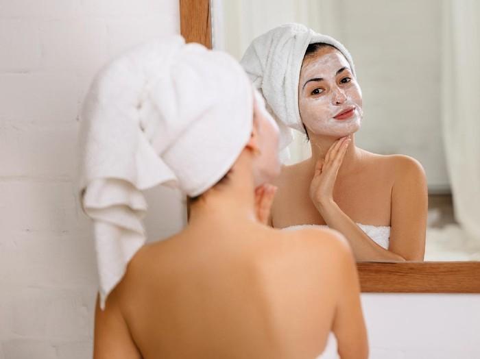 Cara memutihkan wajah secara alami. Foto: Dok. iStock
