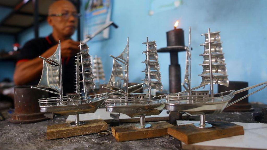 Melihat Sentra Kerajinan Timah di Babel, Harga Tembus Rp 20 Juta