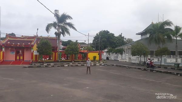 Lanskap unik Klenteng Kung Fuk Miau dan Masjid Jamik di Muntok