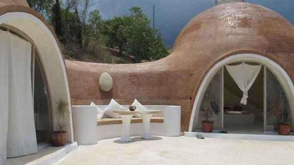 Konsepnya mirip rumah hobbit, Mentigi Bay Done Villas yang berada di Lombok, NTB. Untuk menginap di sini harganya adalah Rp 311.538 per malam.(Mentigi Bay Done Villas/Traveloka)