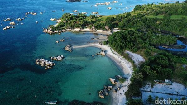 Tempat wisata pantai di kepulauan Bangka Belitung ini memang banyak yang menawarkan keindahan alamnya. Seperti pantai Tanjung Tinggi yang berada di Bumi Laskar Pelangi, Belitung ini salah satunya.