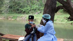 Program vaksinasi COVID-19 terus digencarkan di kawasan Gunungkidul, Yogyakarta. Para santri dan pelajar pun divaksinasi demi mempercepat herd immunity.