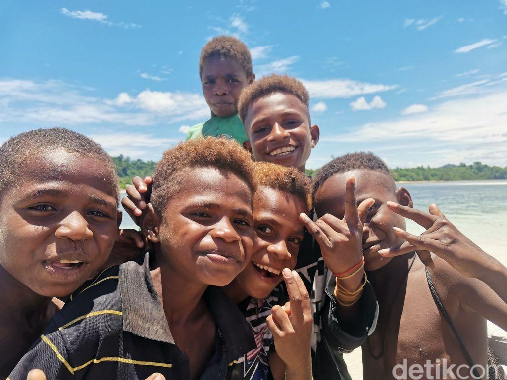 Warga di Isiren Papua