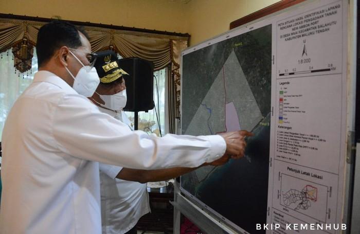 Pembangunan pelabuhan baru tersebut dilakukan dalam rangka mendukung Provinsi Maluku menjadi Lumbung Ikan Nasional.