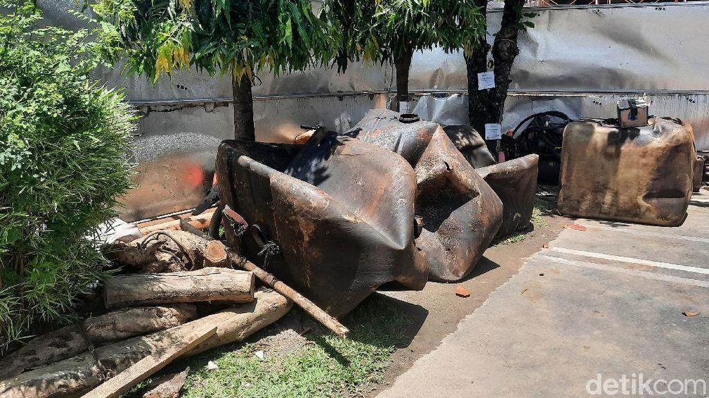Penampakan Barbuk Penutupan Sumur Minyak Ilegal di Sumsel