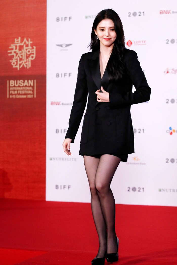 BUSAN, SOUTH KOREA - OCTOBER 06: Han So Hee arrives at the opening ceremony of the 26th Busan International Film Festival at the Busan Cinema Center on October 06, 2021 in Busan, South Korea. (Photo by Woohae Cho/Getty Images)