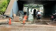Penampakan Pipa Bocor Bikin Genangan Air di Jl Sudirman