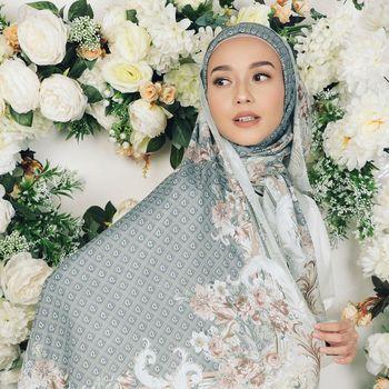 Rekomendasi hijab monogram dari Radwah.