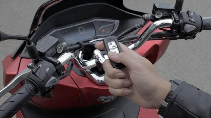 Remote keyless motor kena air hujan aman nggak ya?