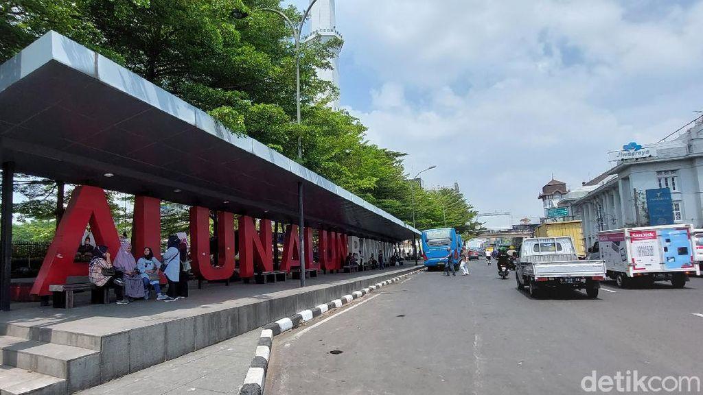 Alun-alun Belum Dibuka, Walkot Bandung Minta Warga Bersabar