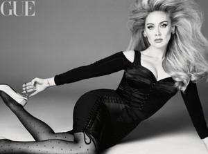 Penampilan Adele yang Makin Langsing di Majalah Vogue, Perdana Diwawancara