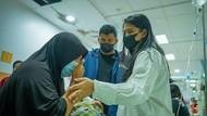 Jenguk Bayi Idap Atresia Bilier di RS, Kahiyang Tak Sanggup Tahan Air Mata