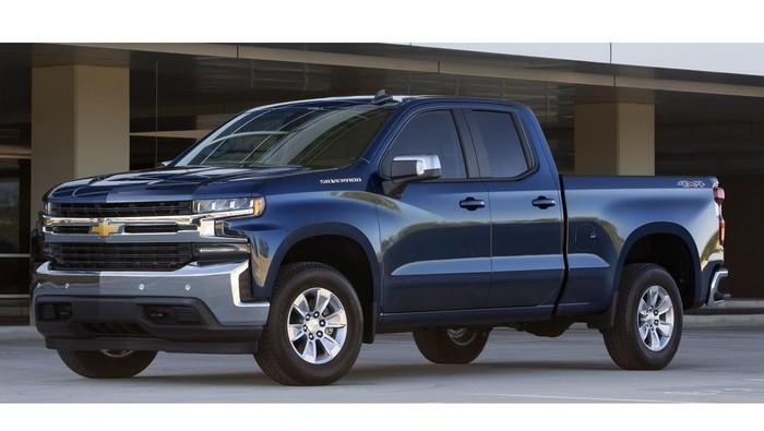 Chevrolet Silverado bermesin pembakaran dalam (ICE)