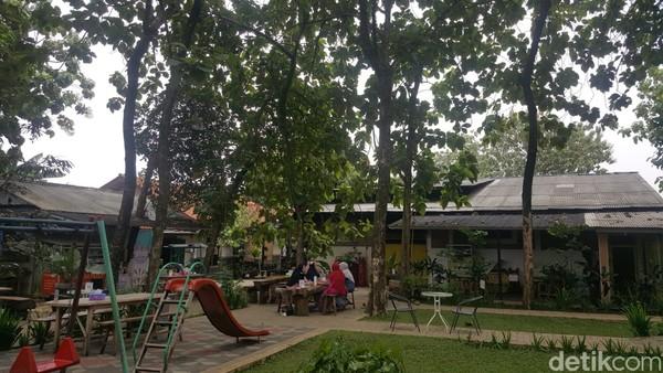 Akhir pekan bisa nih berkunjung ke Pabrik Tahu Na Po Tet. Pabrik tahu ini berada di Jalan Tekukur 10 No 2, RW 8, Bakti Jaya, Kecamatan Setu, Kota Tangerang Selatan.