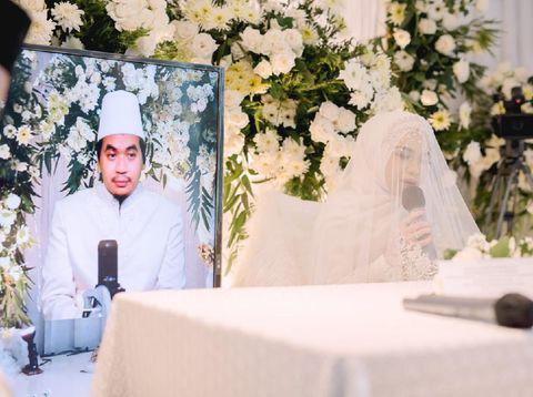 Pasangan Anya dan Anto yang menikah secara virtual.