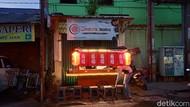 Menyantap Sushi di Warung Kaki Lima, Harganya Rp 10 Ribuan!