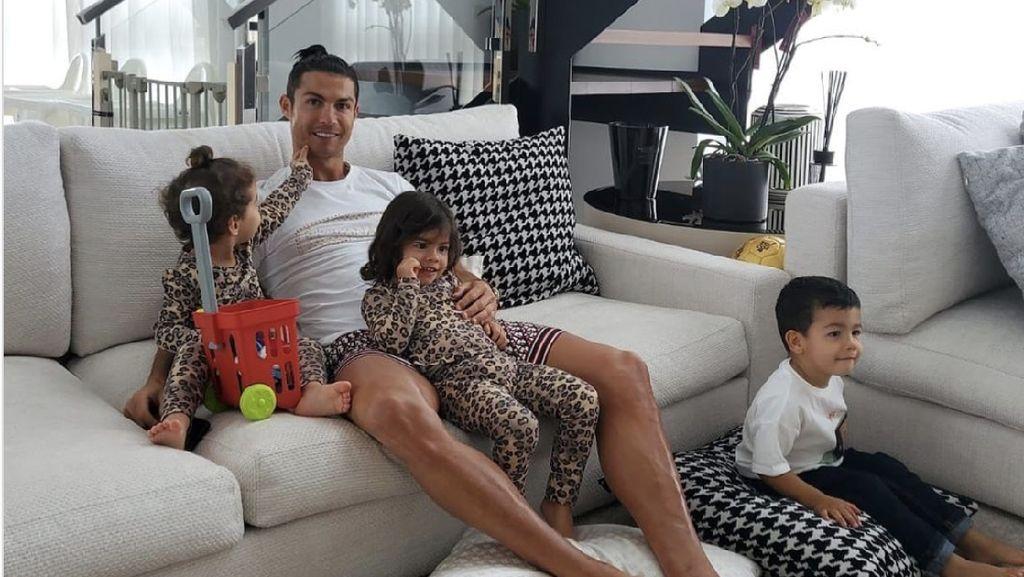 10 Foto Rumah Mewah Cristiano Ronaldo, Tak Ditempati, Harganya Bikin Shock