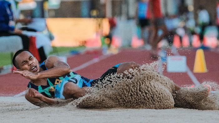 Sapwaturrahman atlet lompat jangkit asal Nusa Tenggara Barat berhasil meraih medali emas pada PON XX Papua 2021 di Stadion Atletik Mimika Sport Complex, Kabupaten Mimika, Papua, Kamis (7/10/2021)  (Foto: PB PON XX PAPUA 2021/Peksi Cahyo)