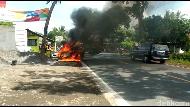 Sedan di Lumajang Hangus Terbakar Gara-gara Korsleting Listrik