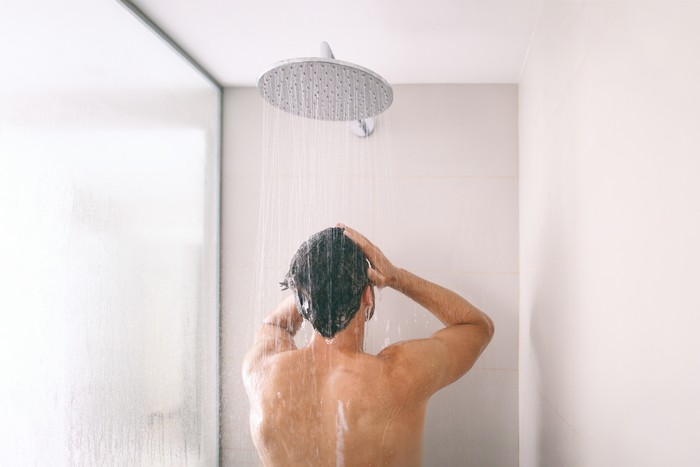 Shower kamar mandi untuk rumah minimalis. Foto: Dok. iStock