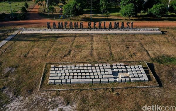 Menurut pengelola, objek wisata Kampong Reklamasi Selinsing akan dibuka untuk pengunjung/umum pada bulan Januari 2021. Sayang, pandemi COVID yang tak kunjung usai membuat rencana itu hanya menjadi sebuah rencana.