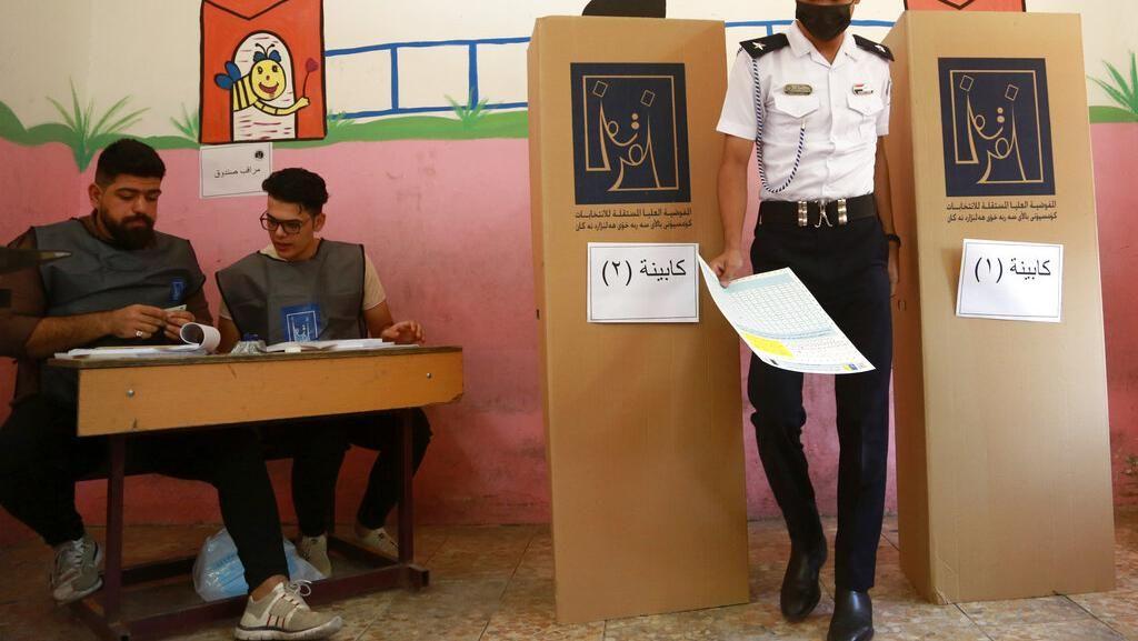 Tentara dan Polisi Nyoblos Duluan dalam Pemilu Irak