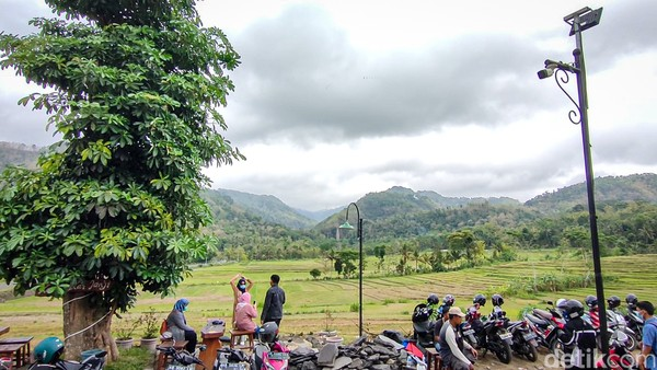 Dalam vaksin wisata di Kedai Kopi Ingkar Janji, BOB menargetkan 1.800 peserta. Prioritasnya adalah masyarakat yang tinggal di Kulon Progo dan sekitarnya.