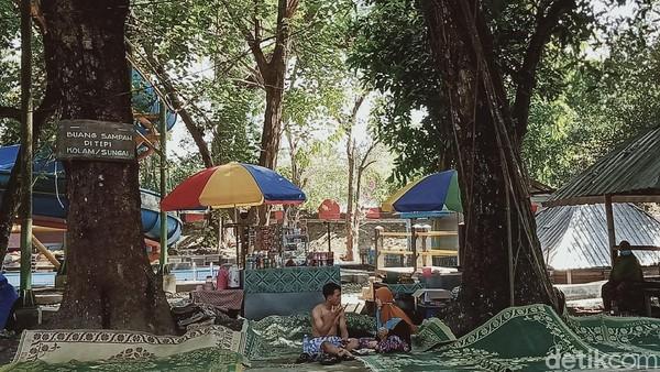 Wisata air ditambah dengan pepohonan yang asri membuat pengunjung betah berlama-lama.