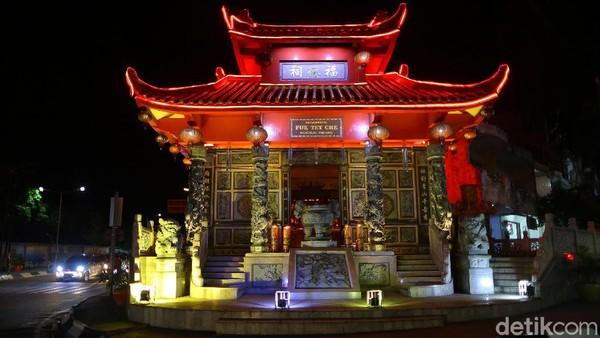 Namanya KlentengFuk Tet Che yang sangat berarti keberadaannya bagi masyarakat Pangkalpinang. Tak hanya sebagai tempat beribadah umatnya, tetapi juga berperanan dalam sejarah perkembangan kota Pangkalpinang.