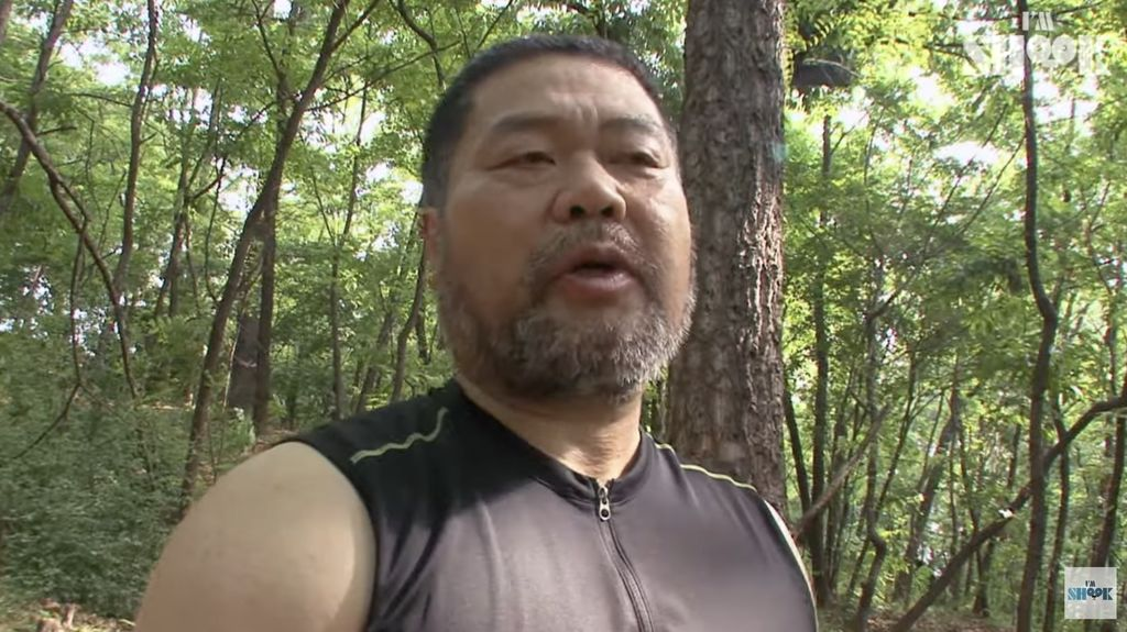 'Samson' Korea! Pria Ini Pecahkan Semangka dan Es Balok Pakai Tangan