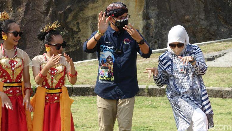 Momen Menteri Pariwisata dan Ekonomi Kreatif (Menparekraf) Sandiaga Uno saat mengunjungi Tebing Breksi