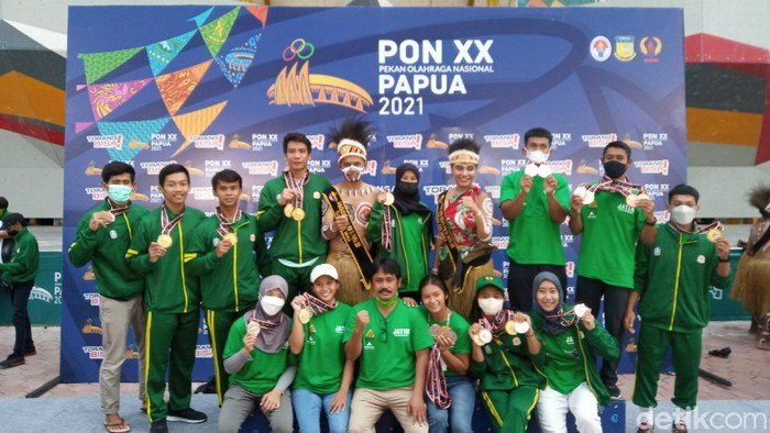 Tim Jatim Raja Emas Panjat Tebing PON XX Papua