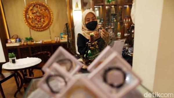 DiTins Gallery ini wisatawan juga dapat melihat ratusan produk Usaha Mikro Kecil Menengah (UMKM) khas atau asli Bangka Belitung.