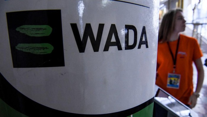 The World Anti-Doping Agency or WADA logo is pictured at the Russkaya Zima (Russian Winter) Athletics competition in Moscow on February 9, 2020. - The entire board of Russias athletics federation has resigned as the government attempts to find a way out of the countrys deepening doping crisis before this years Olympic Games. (Photo by Kirill KUDRYAVTSEV / AFP)