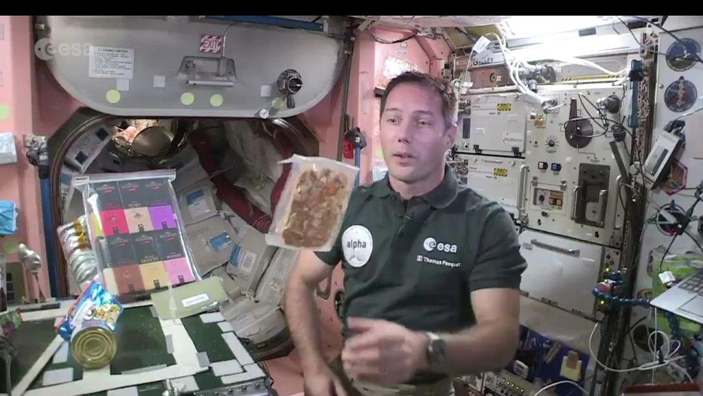 Astronot Ini Girang Bisa Makan Masakan Chef Prancis di Luar Angkasa