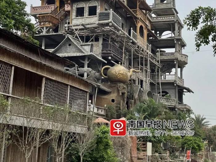 Bangunan aneh di China