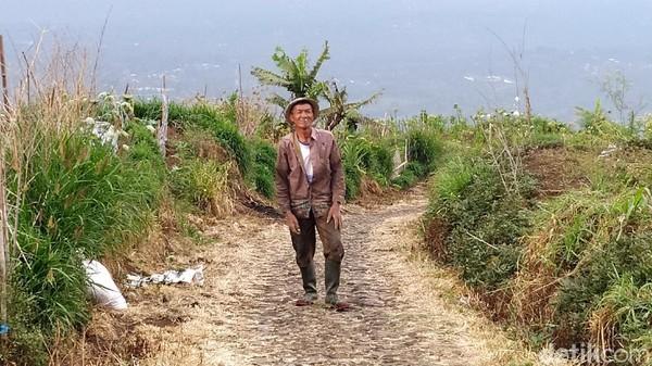 Menurut sesepuh desa, Sutoyo, saking amannya desa Ngaduman, beberapa target operasi pembersihan anggota PKI berlari menuju Ngaduman, agar nyawanya tak dihilangkan. Apalagi, mereka yang namanya masuk daftar hitam, namun merasa tak pernah mengikuti aktifitas partai berhaluan kiri ini. (Erliana Riady/detikTravel