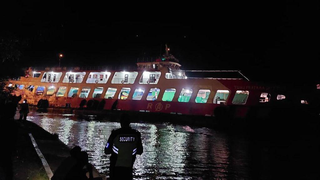 KMP Tunu Pratama Jaya Kandas di Dekat Dermaga Pelabuhan Gilimanuk Bali