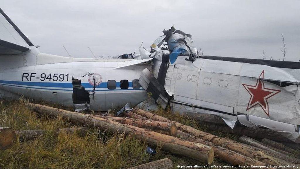 Belasan Penerjun Hilang Nyawa Usai Pesawat Jatuh Terbelah Dua di Rusia