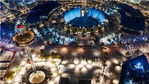 Instalasi ini terletak di antara Al Wasl Plaza dan Jubilee Park, Expo 2020 Water Feature menggabungkan elemen air, tanah, dan api dengan cara yang akan mengejutkan sekaligus menyenangkan indra.