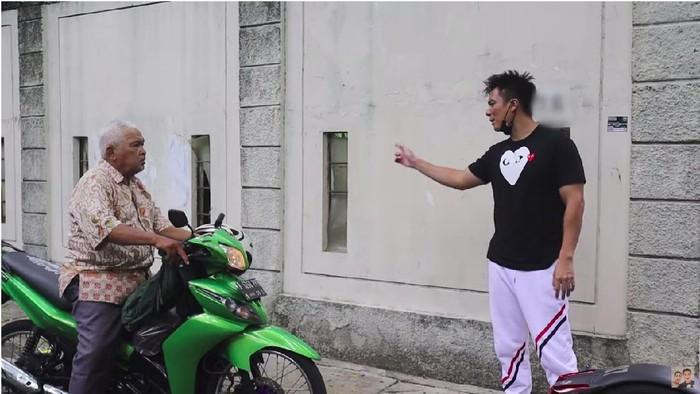 Video Baim Wong tegur kakek-kakek yang mengikutinya tuai protes