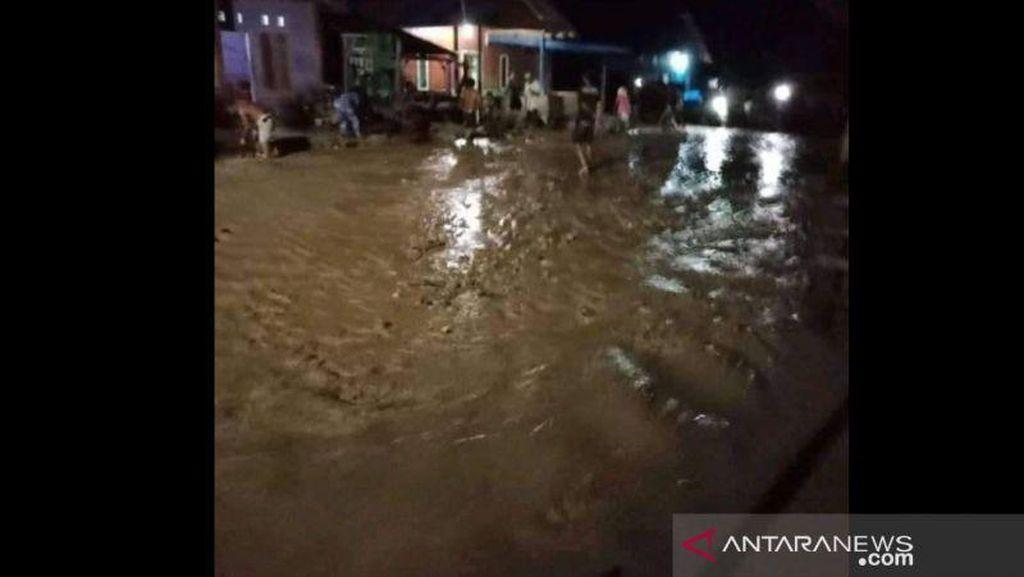 Desa di Sigi Sulteng Dilanda Banjir, 74 KK Mengungsi