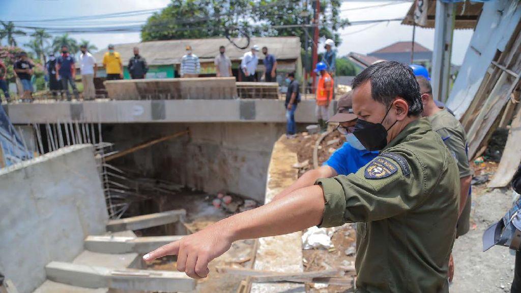Pernah Amblas, Pembangunan Jembatan di Mekarwangi Bogor Capai 85%
