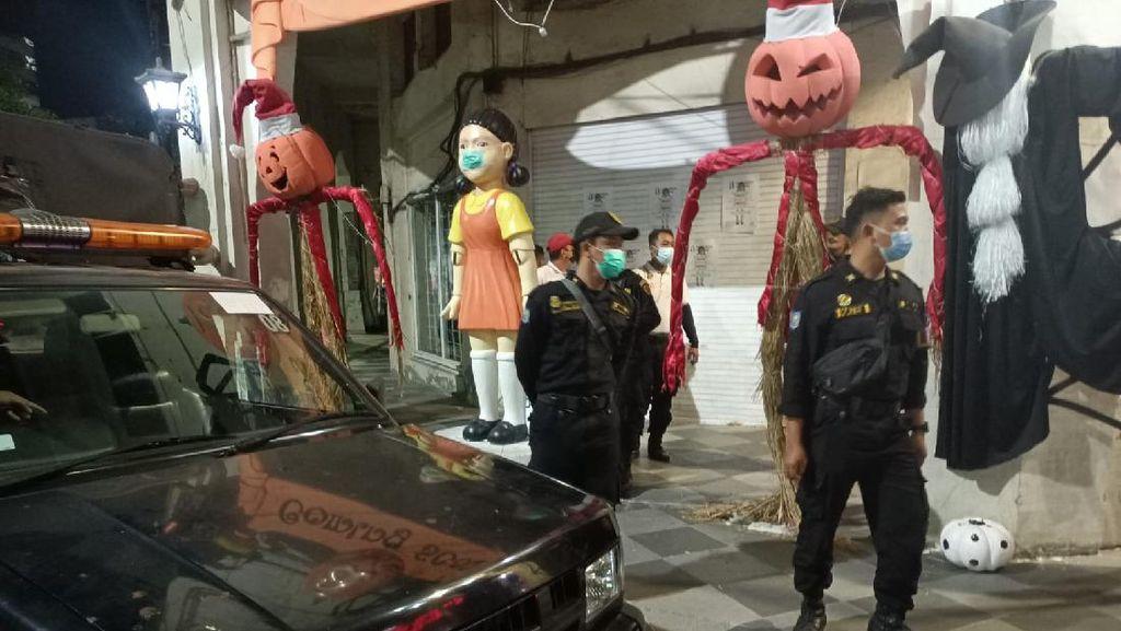 Bikin Kerumunan-Tak Berizin, Boneka Squid Game di Surabaya Dibongkar