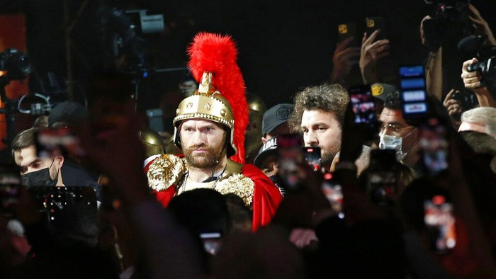 Tyson Fury, of England, arrives for a heavyweight championship boxing match against Deontay Wilder, Saturday, Oct. 9, 2021, in Las Vegas. (AP Photo/Chase Stevens)