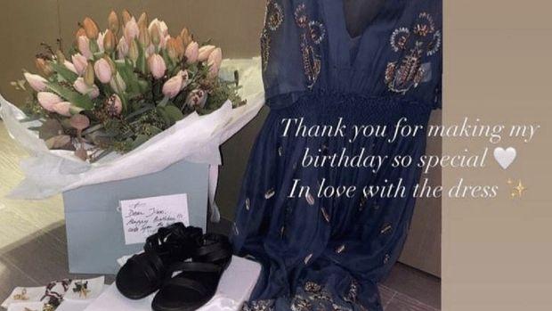 Hadiah ulang tahun Dior untuk Jisoo (Tangkapan Layar Instagram @sooyaaa__)