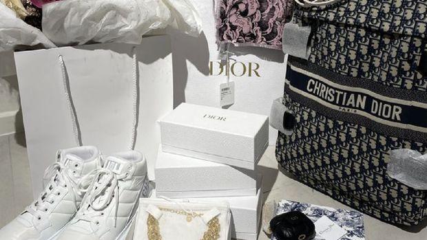Hadiah ulang tahun Dior untuk Suzy (Tangkapan Layar Instagram @skuukzky)